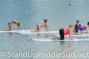sup-stand-up-paddleboard-yoga-at-ala-moana-03
